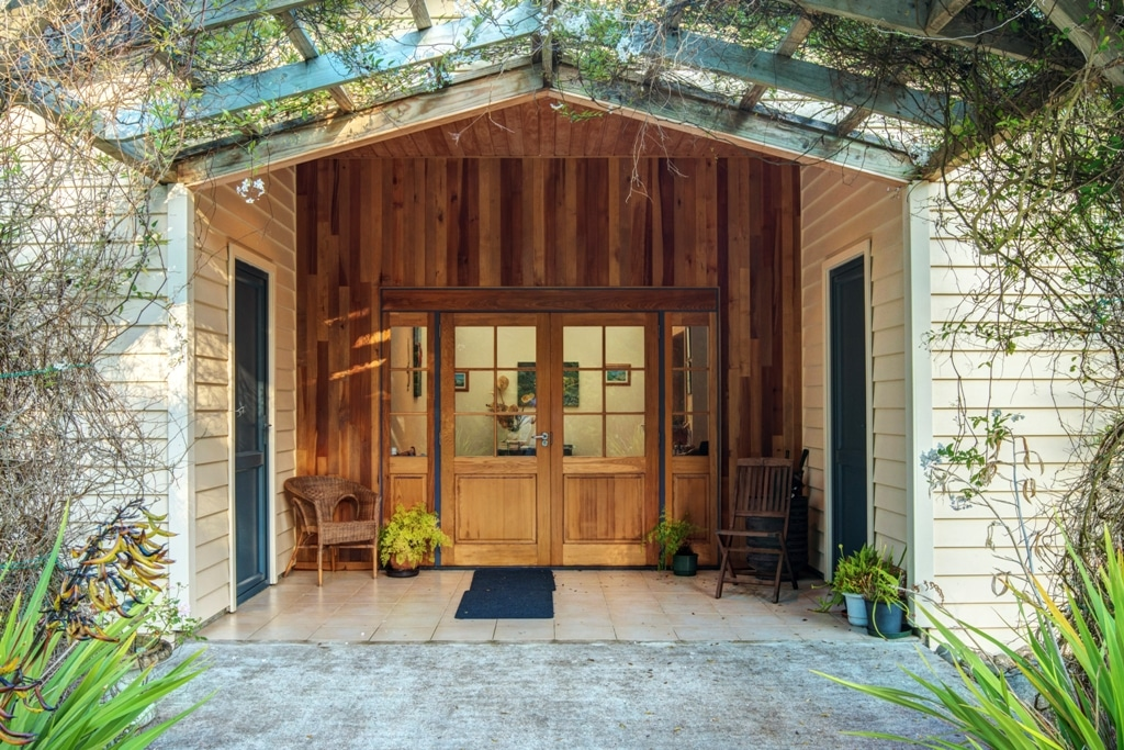 How To Make Your Entranceway Pop On A Budget